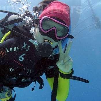 happy-female-diver