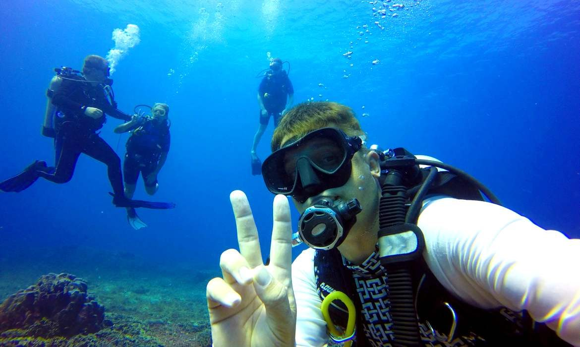 Diving scuba divers course in Indonesia Asia