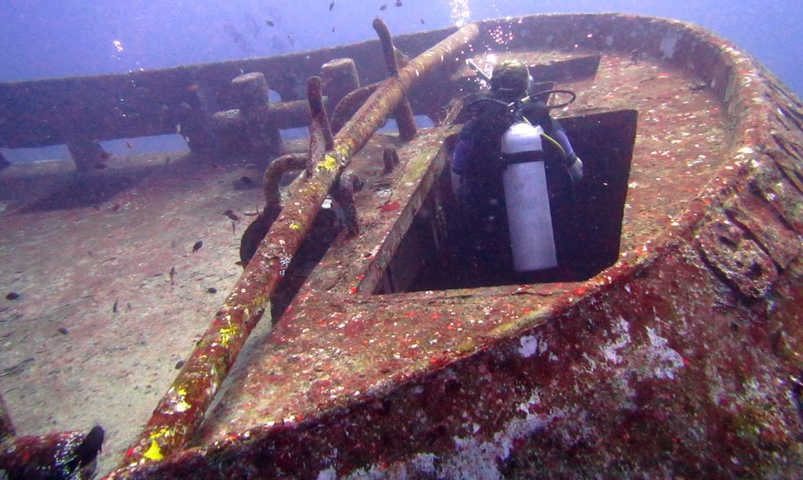 Wreck PADI speciality dive in Lombok and Gili islands