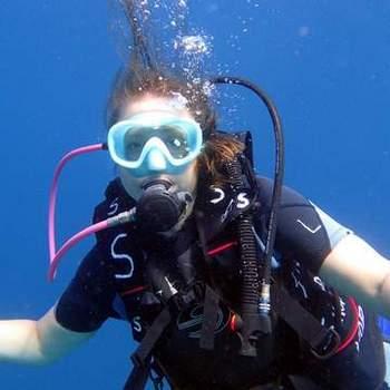 水肺潜水复习在圣吉吉-龙目岛