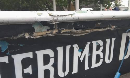 Des dommages sur le bateau de plongée aux iles Gili