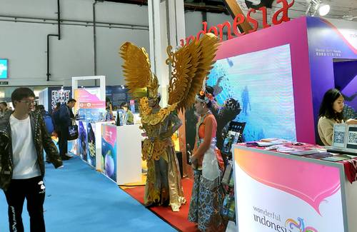 Traditional dance in the scuba diving expo