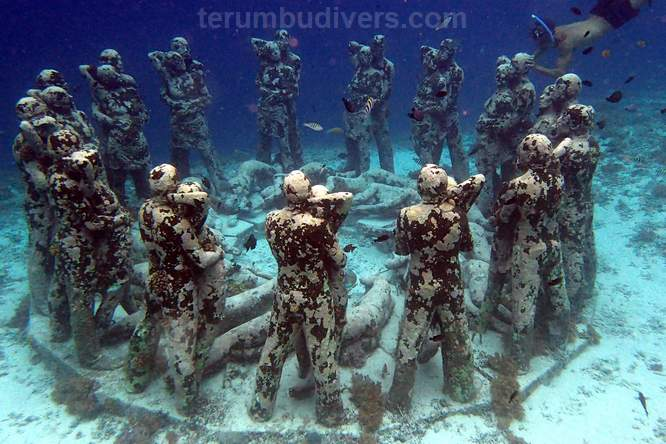 the nest, underwater sculpture in gili meno